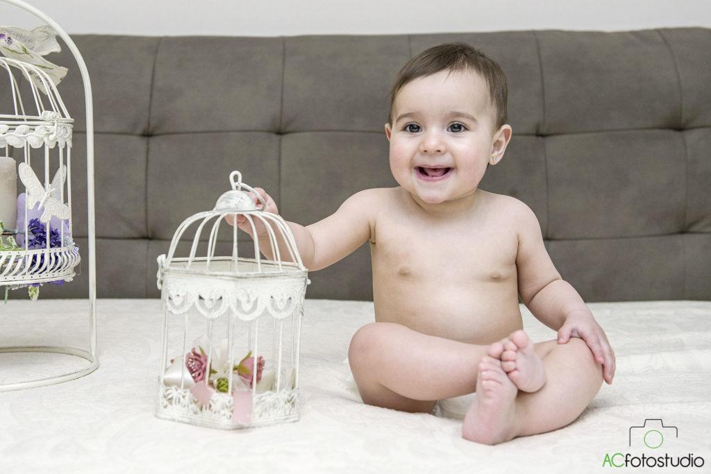 bambino con la gabbia