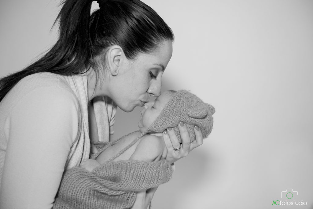 mamma bacia figlio