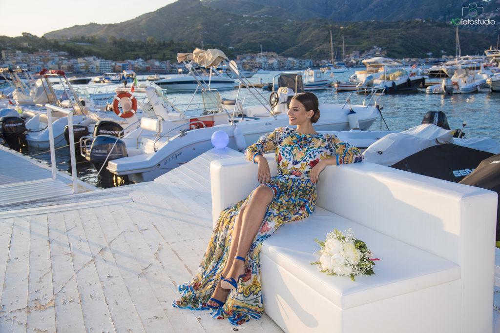 ragazza sullo yacht