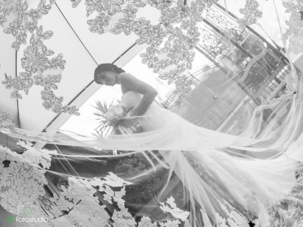 01 sposa dietro velo
