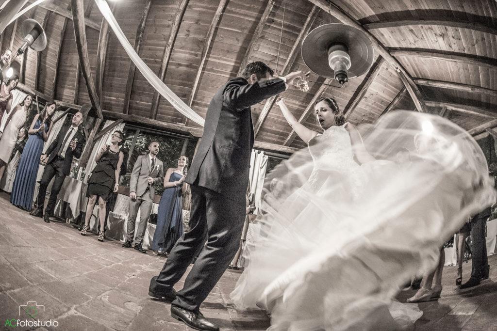 03 sposi che ballano