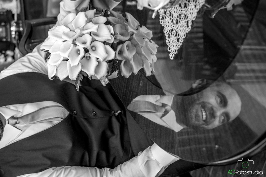 07 sposo con fiori
