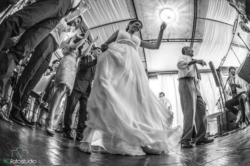 08 sposa che balla