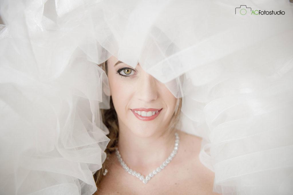 13 sposa dietro velo