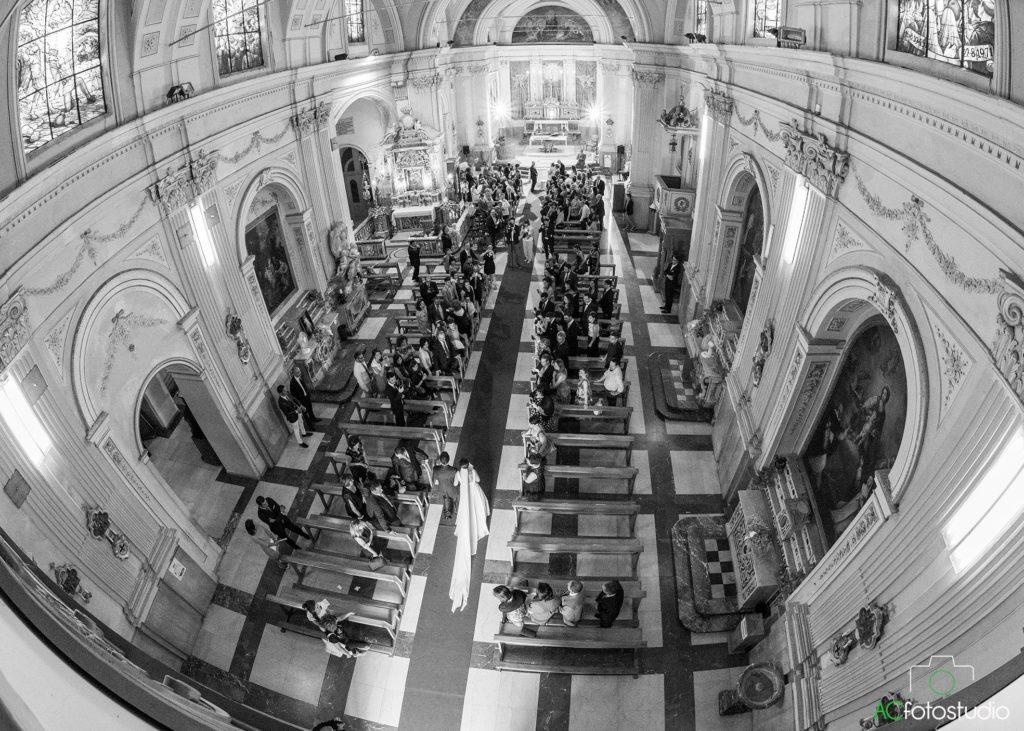 14 sposa ingresso chiesa
