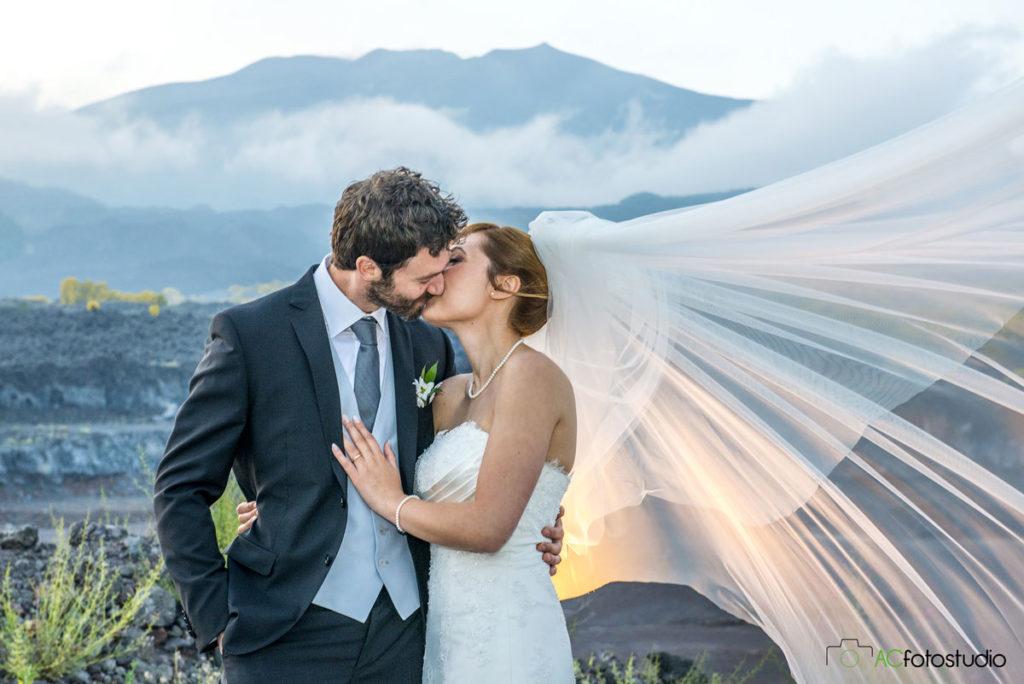 23 sposi bacio romantico