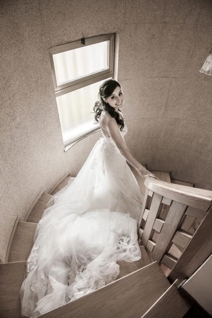 37 sposa che scende le scale