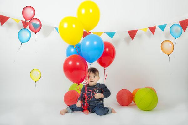 bambino con palloncini